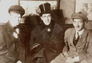 Yakoulov (right) with his close friends the writers Sergei Esenin and Anatolii Mariengof.